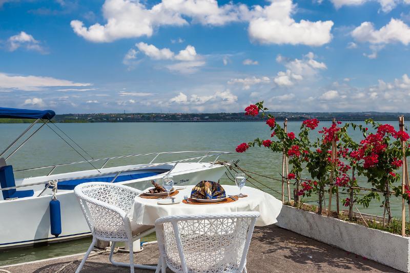 Roof-top bale and speed boat. Villa Cempaka - Image 1 - Nusa Dua - rentals