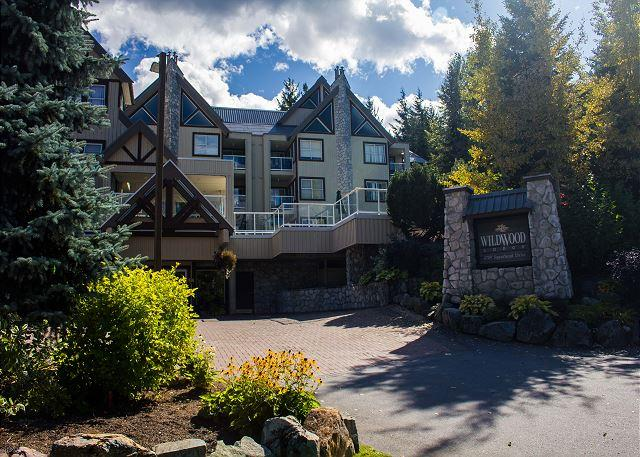 Wildwood Lodge 1 bdm, spacious condo, free internet, close to lifts - Image 1 - Whistler - rentals
