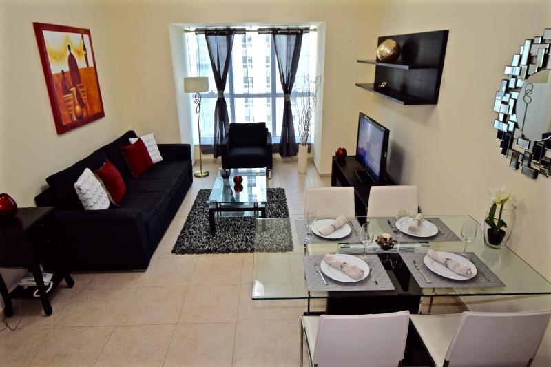 LIVING ROOM WITH EXTRA GUEST BATHROOM - WALK to MARINA WALK & the JBR BEACH - Emirate of Dubai - rentals