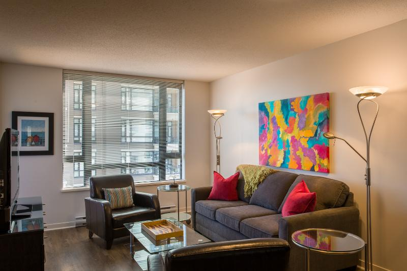 Colourful and comfy living area - FlipKey Award Winner 2011-2012-2013 1 BR Downtown - Victoria - rentals