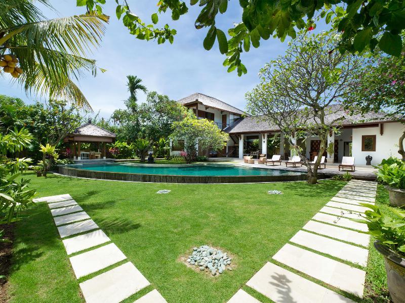 Maharaj - Villa and gardens - The MahaRaj - an elite haven - Seminyak - rentals