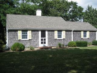 Enchanting Orleans Cottage less than 1 mile to Rock Harbor! - Brewster vacation rentals