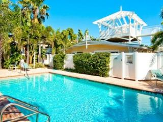 Pool 2 - Palm Isle 3206 - Holmes Beach - rentals