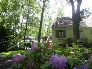 DASH INN | EAST BOOTHBAY | COVE-SIDE | COTTAGE GARDEN| ROMANTIC GETAWAY | KAYAKER'S DREAM - Boothbay vacation rentals