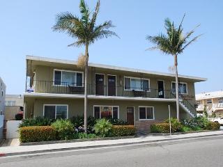 Best Deal in Newport! 2 Bed/1 Bath Upper Condo Steps to the Beach! (68107) - Newport Beach vacation rentals