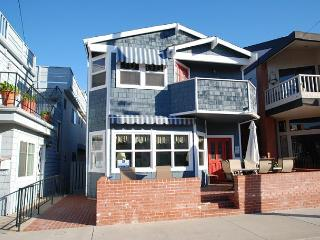 Great Bayside 2 Story Single Family Home with Bay Views! Family Fun! (68105) - Balboa Island vacation rentals