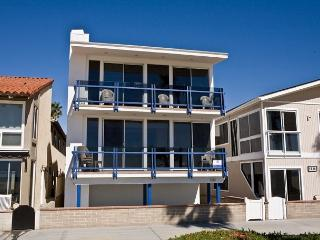 Enjoy the Views at this Lower 3 Bedroom Oceanfront Condo! (68136) - Newport Beach vacation rentals