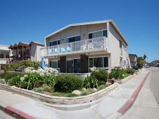 Newport Beach Ground Floor 2 Bedroom! 1 House from Sand! Huge Patio! (68250) - Newport Beach vacation rentals