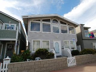 Spacious 4 Bedroom Bayside Single Family Home! Excellent Location! (68221) - Orange County vacation rentals
