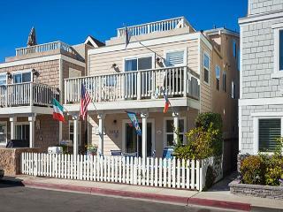 Tropical Condo! 6 Houses from Beach & 3 Patios! (68149) - Newport Beach vacation rentals