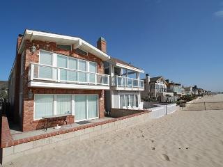 Enjoy Your Vacation at this Beautiful Oceanfront unit! Huge Patio! (68178) - Newport Beach vacation rentals