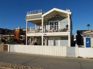 Great 2 Bedroom Oceanfront Lower level in Triplex! (68165) - Newport Beach vacation rentals