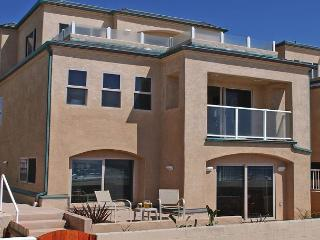 Great family oceanfront condo! 2 floors with groundfloor patio, tandem garage - Pacific Beach vacation rentals