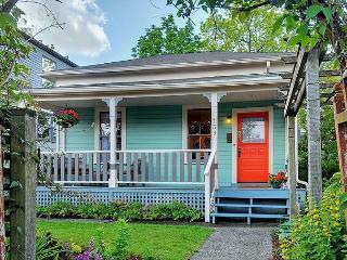 Magical little cottage in idyllic urban Phinney Ridge neighborhood! - Seattle vacation rentals