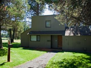 Upscale Sunriver Condo with A/C with Inviting Views Near the Village - Sunriver vacation rentals
