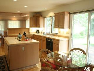 Labor Day Sunriver Home with Lawn and Large Deck On the Golf Course - Sunriver vacation rentals