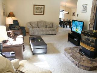 Delightful Sunriver Home with Flat Screen TV and Hot Tub Near North Store - Sunriver vacation rentals