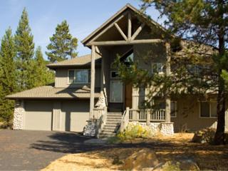 High-End Sunriver Home with 3 Masters and SHARC access On the Golf Course - Sunriver vacation rentals