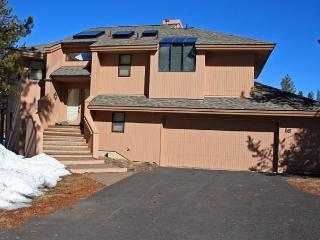 Great Sunriver Home in Wooded Surrounding and Hot Tub Near North Store - Sunriver vacation rentals