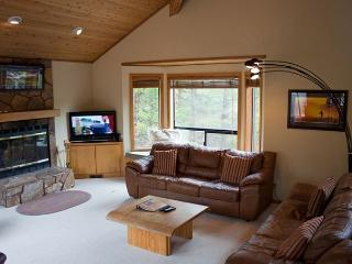 Ski Specials Sunriver Home with Flat Screen TV and Hot Tub Near North Store - Sunriver vacation rentals
