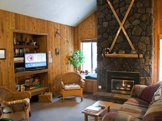 Down to Earth Sunriver Home Pet-Friendly and in Wooded Area Near Trails - Sunriver vacation rentals