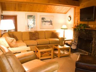 Tennis Player's Sunriver Condo with Cable and Private Pool Near Nature Center - Sunriver vacation rentals
