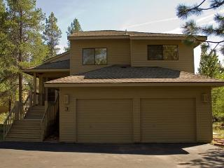 Great Sunriver Home with 2 Masters, AC, and SHARC passes with Mountain View - Sunriver vacation rentals
