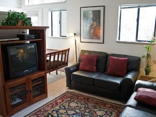 Affordable Sunriver Condo with Cable and Wifi in the Business Park - Sunriver vacation rentals
