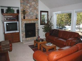 Delightful Sunriver Home with A/C and SHARC passes Near Deschutes River - Sunriver vacation rentals