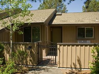 Down to Earth Sunriver Condo with Wood Fireplace and Cable Near Shopping - Sunriver vacation rentals