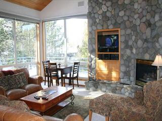 Family Fun Sunriver Home Inviting Views and 2 Master Suites Near Shopping - Sunriver vacation rentals