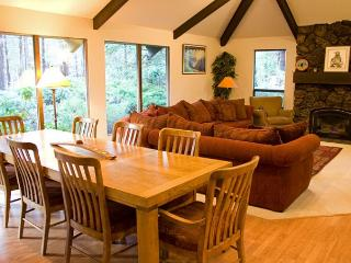 Family-Reunion Sunriver Home Pet-Friendly and Hot Tub With SHARC passes - Sunriver vacation rentals