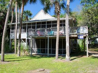 MoonDance - Quick Beach Access, Lots of Shade From Palms - Edisto Island vacation rentals
