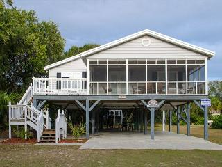 Sand Quarters - Screened Porch, Pet Friendly, Minimal Walk To the Beach - Edisto Island vacation rentals