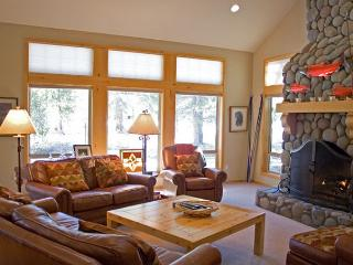 Lodge Style Sunriver Home/on Golf Course and Free SHARC Access - Sunriver vacation rentals