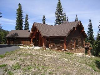 Council Retreat Four Bedroom, 3.5 Bath Mountainside Custom Home. Pool Table, WIFI, Sleeps 10. - Tamarack Resort vacation rentals