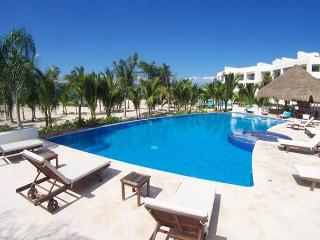 At San Francisco Beach,  sleeps 6.  Amazing Rate! Hi speed internet. By Reefs - Cozumel vacation rentals