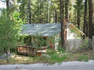 Perfect couples retreat with a hot tub and near Heavenly - South Lake Tahoe vacation rentals
