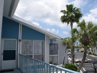 Madeira Beach Yacht Club 231-F Cheerful upper level one bedroom - Madeira Beach vacation rentals
