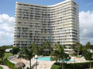 Building - Panaromic Gulf of Mexico views from this beachfront condo with wrap balcony - Marco Island - rentals