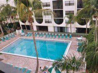 Pool area - Spacious Mulit-Level unit with beautiful water views - Marco Island - rentals