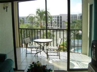 Breakfast for 2 with a Pool View - Pretty balcony views from this cozy condo in Centrally located Waterfront Resort - Marco Island - rentals