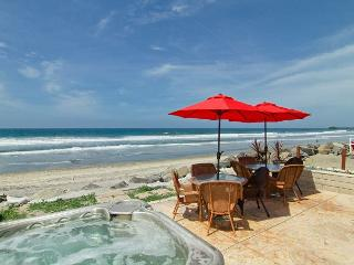 Beachfront Condo with Spa on the Sand, 4br's, 2ba's, perfect family getaway! - Oceanside vacation rentals