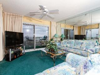 SL 101:Beautiful corner condo- large windows, beach front, free beach chairs - Fort Walton Beach vacation rentals
