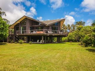 10% off May Dates! Private Beachfront Estate with Hot Tub!! Weddings Allowed - Princeville vacation rentals