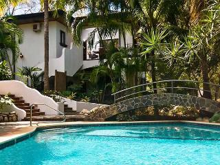 Charming private home- original art, full kitchen, gas stove, a/c, tv, phone - Tamarindo vacation rentals