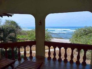 Magnificent beachfront condo- ocean views, cable, shared pool, jacuzzi tub - Tamarindo vacation rentals