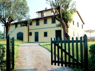 Tuscany Villa Accommodation - Fattoria Capponi - Versace - Santa Lucia Pontedera vacation rentals