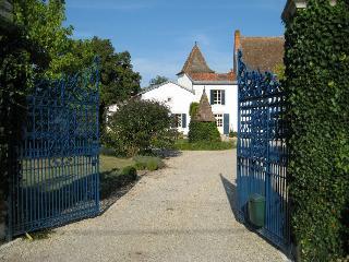 Apartment Rental in Aquitaine, Chenaud - La Ferme de la Dronne - Silver Truffle - Bouteilles-Saint-Sebastien vacation rentals