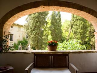 Large Estate with Historic Villa and Two Farmhouses for a Large Group  - Monteriggioni Estate - Birkirkara vacation rentals